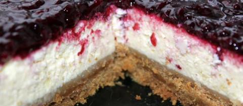 Cheesecake with homemade blackberry jam