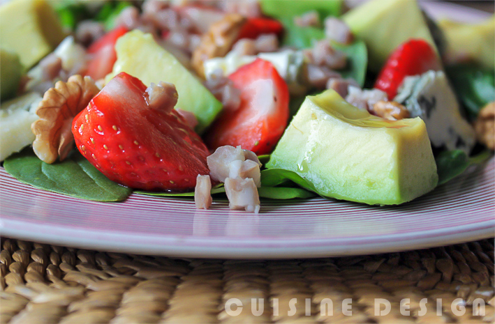 Spinach salad with strawberries and avocado