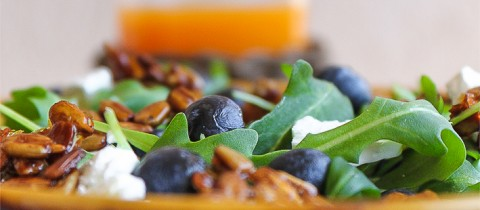 Arugula &#038; cranberries salad with caramelized sunflower seeds