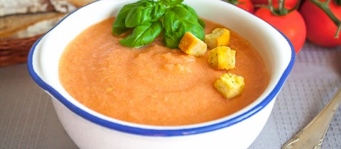 Home-made gazpacho step by step