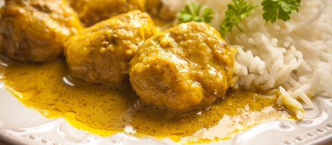 Meatballs in curry sauce